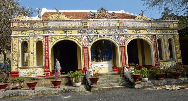 Chùa Hang tại khu du lịch Bửu Long