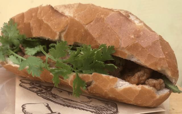 Bánh mì chả cá nóng - Ngon Phết