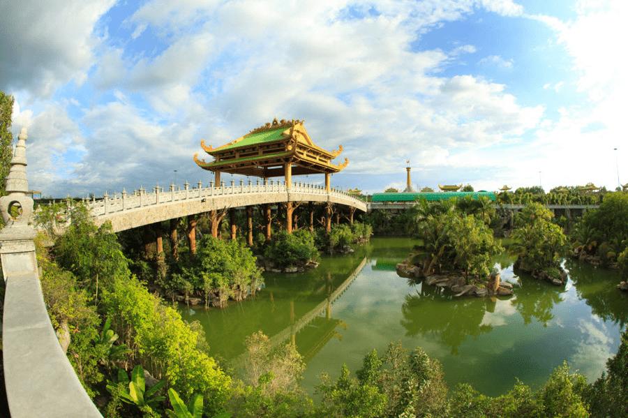 Một góc chụp Hồ Bích Ngọc