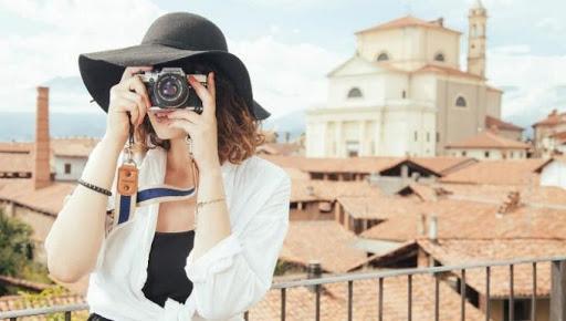 Đem theo những dụng cụ nhiếp ảnh để ghi lại những khoảnh khắc