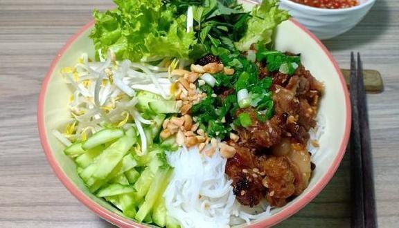 Bún thịt nướng 358 Trần Phú