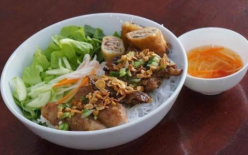 Quán bún thịt nướng cô Tín