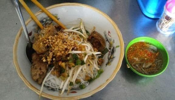 Quán bún thịt nướng 93 Phạm Văn Chí