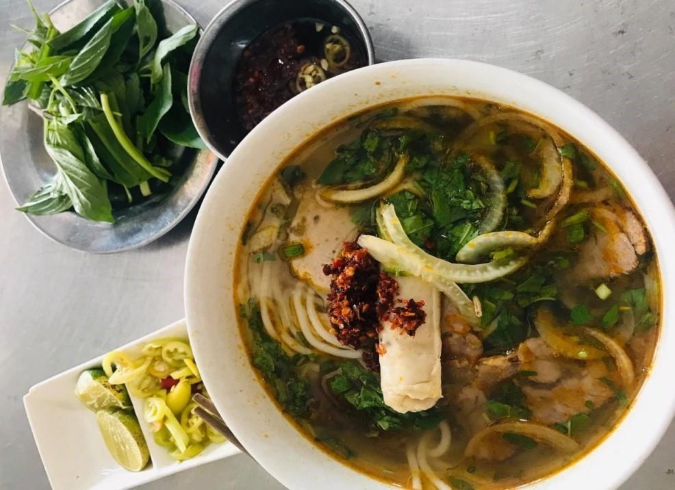 Bún bò đường Phạm Văn Chí