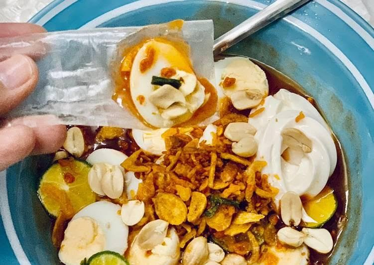 Bánh tráng nướng mỡ hành bơ sốt trứng cút