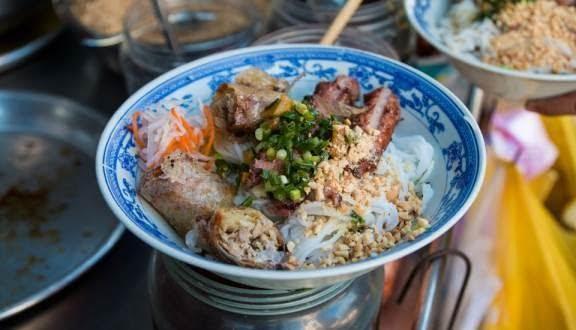 Quán bún thịt nướng 483 Phạm Văn Chí