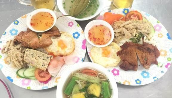 Đĩa cơm lúc nào trông cũng đầy đặn nên đặt một đĩa ăn là thấy no căng luôn