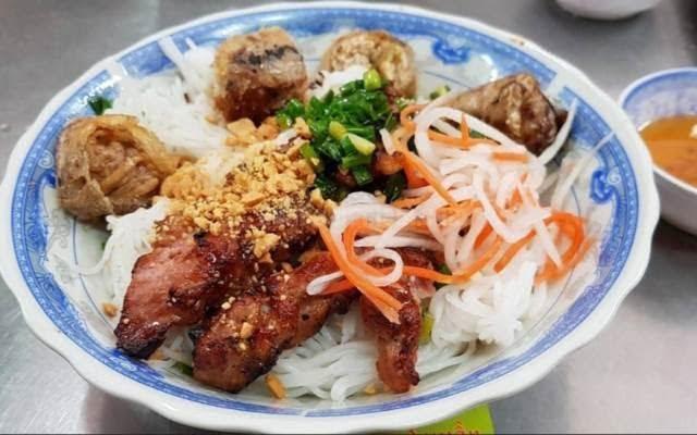 Quán bún thịt nướng Nguyễn Văn Quá