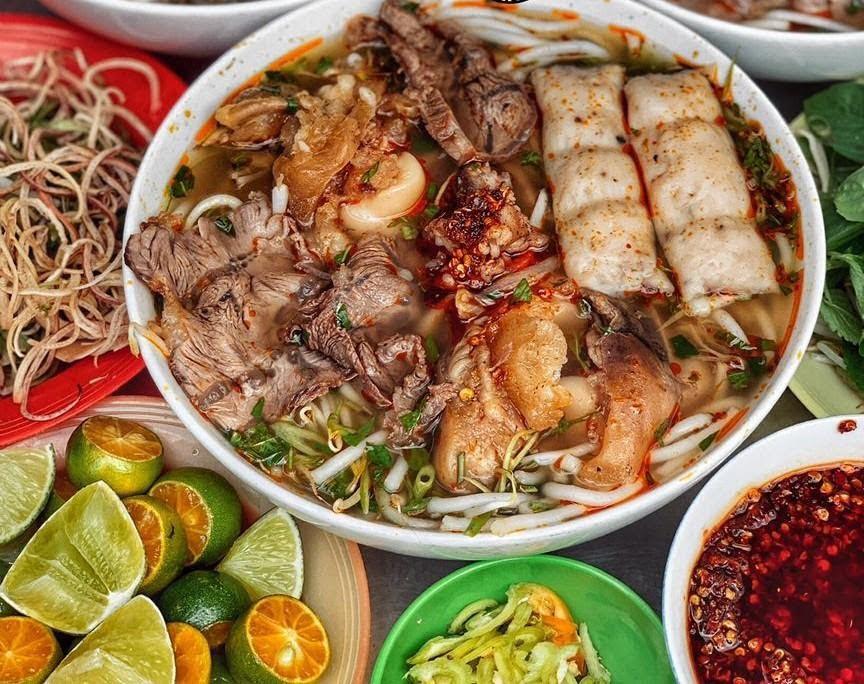 Bún bò Huế Lam Sơn