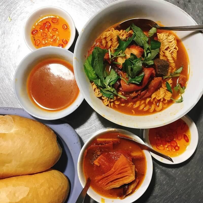 Phá lấu bò cô Thảo - top 10 món ăn ngon quận 4