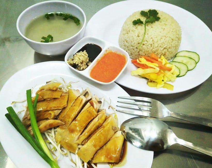 Cơm gà Hải Nam - top 10 món ăn ngon quận 11