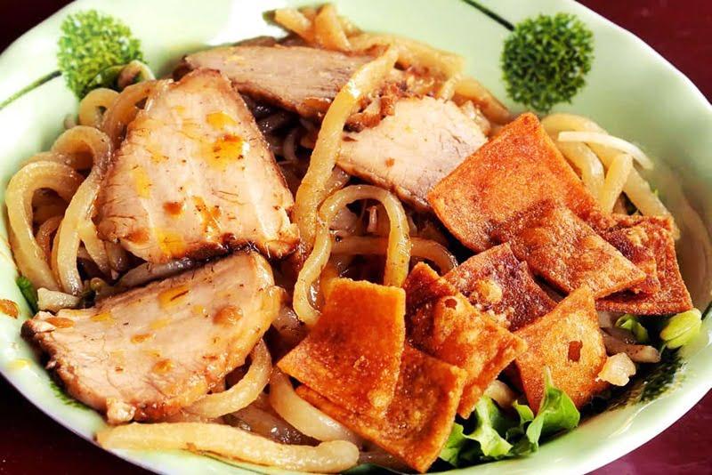 Cao lầu - Món ăn ngon tại Đà Nẵng