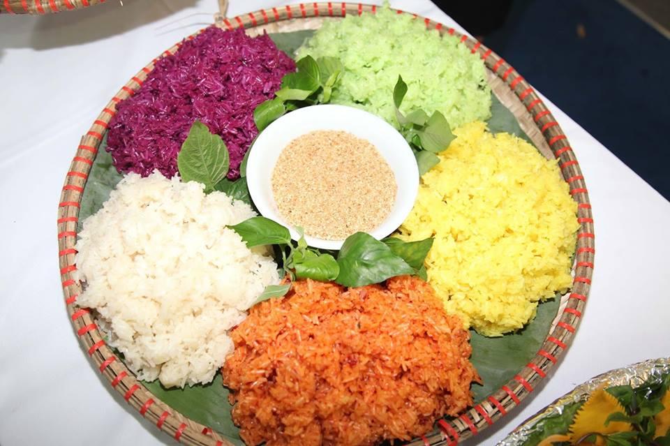 Xôi gà ngũ sắc - Món ăn ngon tại Hà Giang