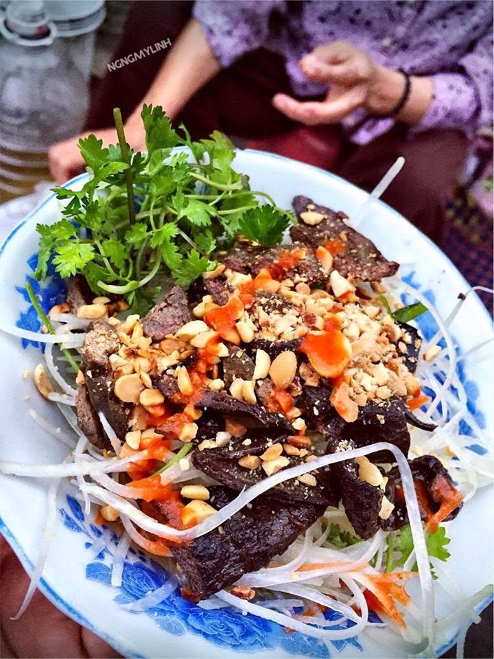 Nộm bà gù - 10 món ăn ngon Nam Định