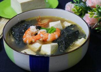 Bí quyết nấu canh rong biển không tanh với tôm khô đậu phụ