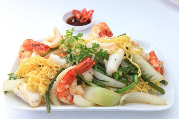 Cách xào mì hải sản ngon nhức nách