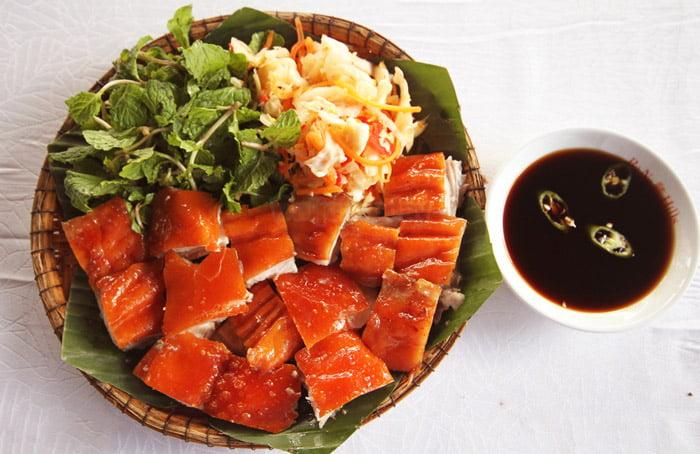 Lợn cắp nách - Món ăn ngon tại Lai Châu