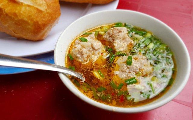 Bánh mì xíu mại - Món ăn ngon tại Lâm Đồng