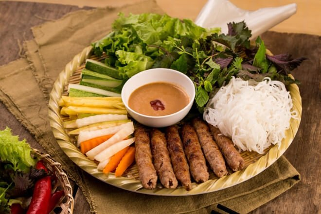 Nem lụi - 10 món ăn ngon Thừa Thiên Huế