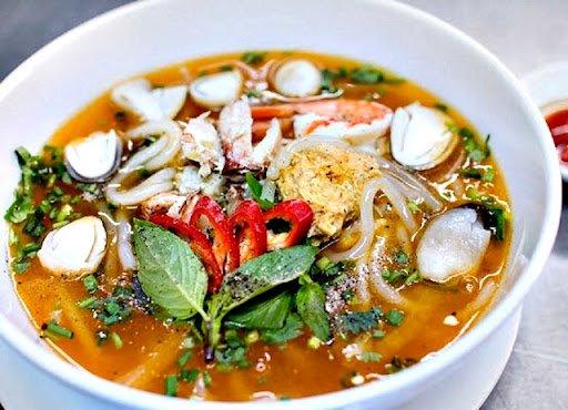 Bánh canh - 10 món ăn ngon Thừa Thiên Huế